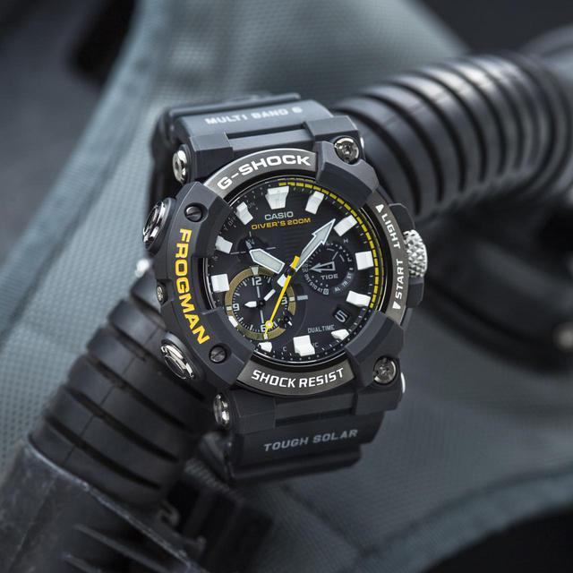 画像4: G-SHOCKのダイバーズウオッチ「フロッグマン」からバイク乗りにも人気の〈アナログ〉モデルが初めて登場! メンテ不要のタフネス電波ソーラー腕時計