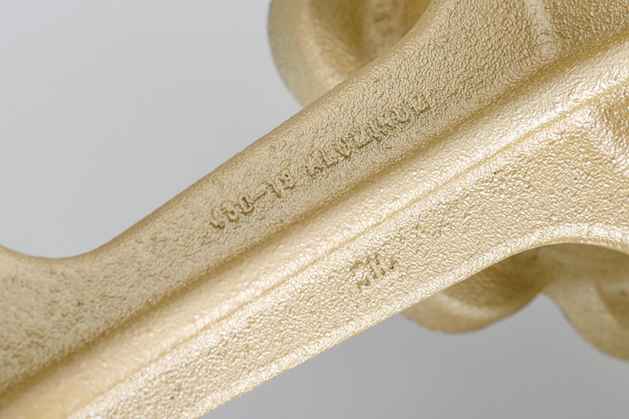 画像: 鋳造品ならではの鋳肌は、80'sカスタムを志す向きに打って付けの表情を醸し出す。