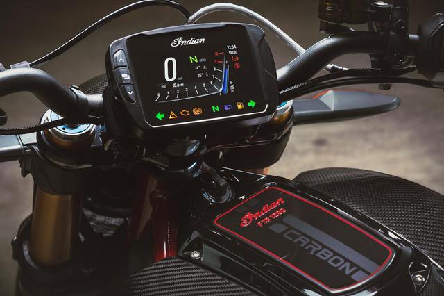 """画像2: 【新車】大人気のインディアンFTR1200シリーズに早くも""""カーボン仕様""""の「2020 FTR Carbon」が登場! 気になる価格と発売日も明らかに!"""
