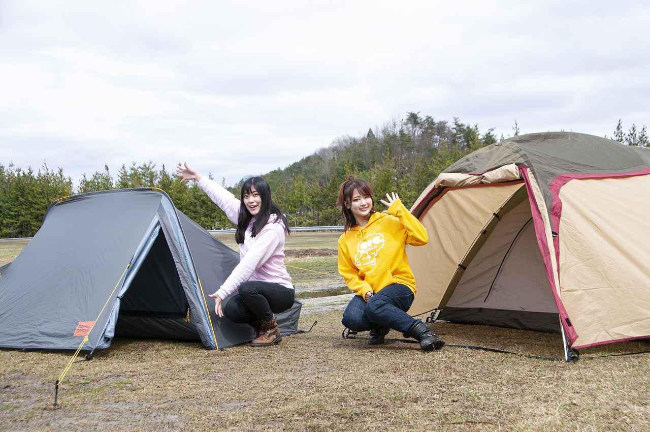 画像: 今回、私たちが組み立てたテントがコチラ。左がドッペルギャンガーさんの「BACK FLIP BICYCLE TENT 2」、右がデイトナさんの「ツーリングテント ST-II」です。