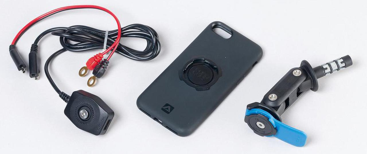 画像: 価格:7150円(マウント)/5390円(USBチャージャー) 向かって左のUSBチャージャーは車体側12v電源に接続し、ビスでホルダー部分に共締め。ハンドル回りがゴチャ付かないことも魅力。 [対応スマートフォン] iphoneシリーズ(5以降)、ギャラクシー(S8以降・ノート9以降)、ユニバーサル(スマホ本体裏側に強力両面テープ止め) [対応ステムホール径] φ12.7~24㎜