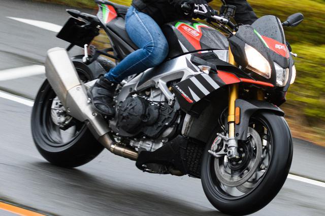 画像: 雨の日の安全な走り方とは? ウエットな路面でバイクを傾けるのは本当に危険なのか? - webオートバイ