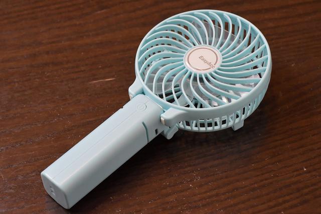 画像: 去年購入したモバイルファン。テントでの暑さもすっきり解消マジお役立ち。