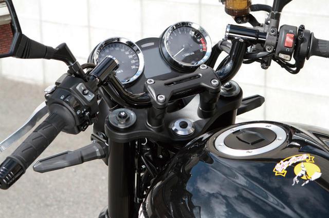画像: この車両ではコンドルハンドルを装着。ステップ周りも上記のZ900RSと同様に変更。