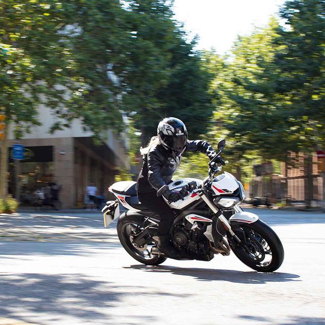 画像1: 価格は税込99万9000円!トライアンフ 2020年新型モデル「ストリートトリプルS」は5月9日発売! 660cc 3気筒スポーツの特徴・スペック・動画