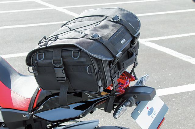 画像: 2019年9月15日に開かれた第1回KATANAミーティング会場では、プロトが自社所在地にちなんで展開するオリジナルIGAYA(イガヤ)ブランドのツーリングバッグ装着状態も披露した。
