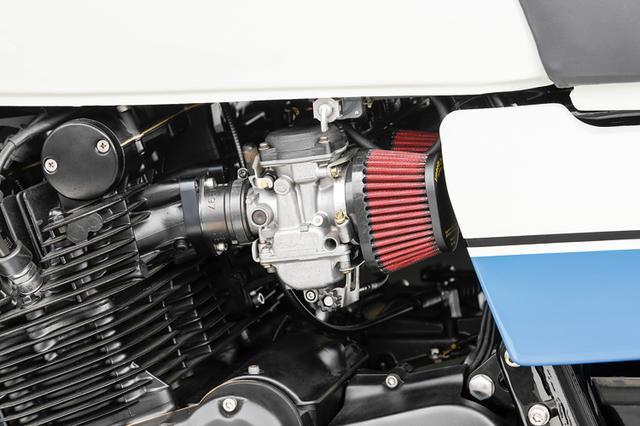 画像: エンジンも内部フルオーバーホールがされ、キャブレターはノーマルの強制開閉から現代の負圧タイプ(ケーヒンCVK)をパワーフィルター仕様で使う。この負圧キャブのマッチングがかなりいいとのことで、同店では多くのGSで使ってきた。