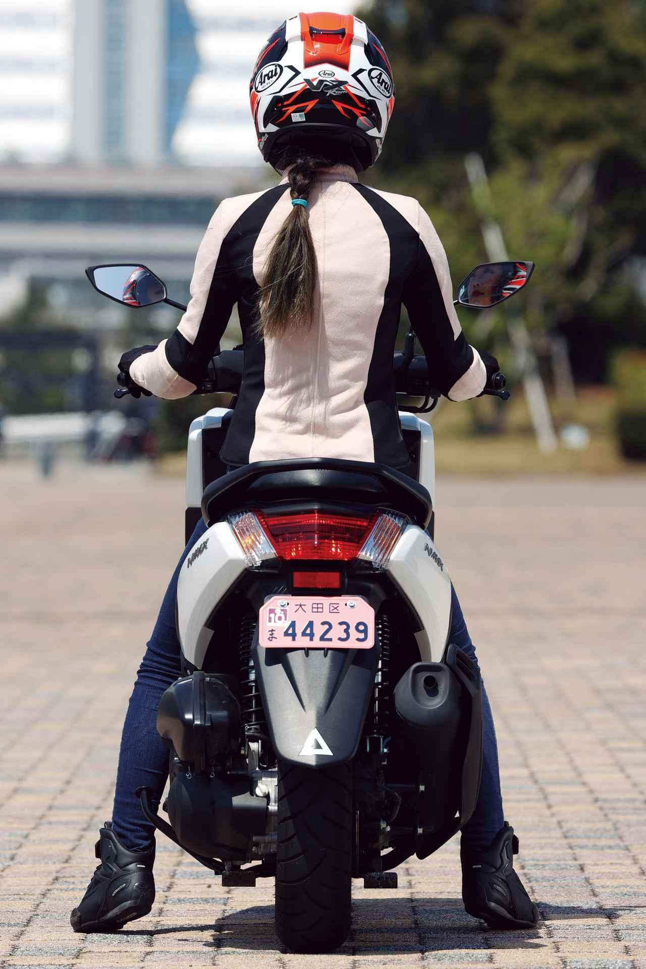 画像20: ヤマハ「NMAX ABS」(2020年)解説&試乗インプレ|YAMAHAで最も高価な125cc二輪スクーターの魅力とは?