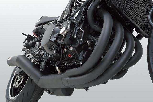 画像: Z900RS(18)、Z900RS CAFE(18)機械曲ストレートサイクロン DuplexShooter 政府認証(17万8000円)は耐蝕性に優れたステンレスフルエキゾーストで重量9.6kg。12kgのノーマル比で23%軽量化。また内部構造を4-2-1として低速も重視。集合部後ろに設けたサブチャンバーの下にも排気口( 4 )を設けたのも特長で音量規制をクリアしヨシムラサウンドも演出する。