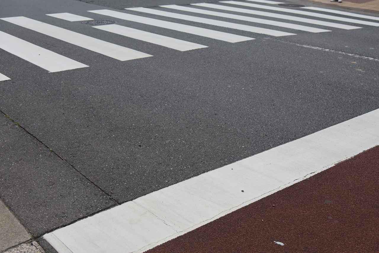 画像: 交差点はスリップポイントがいっぱい。