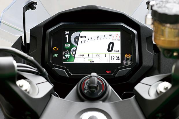 画像: こちらはスポーツライディング向きの「タイプ2」。IMUからの情報を使ってバンク角やスロットル開度、ブレーキ圧も表示。