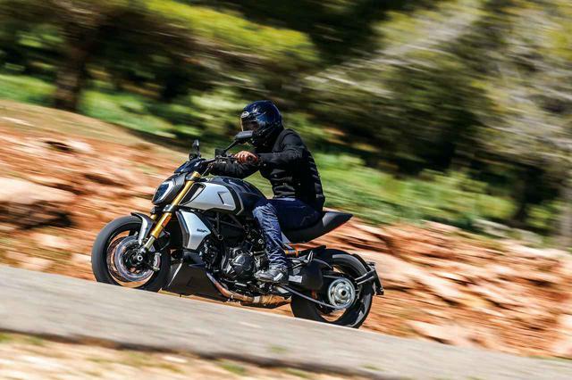 画像: 大幅進化でより快適によりスポーティに!『Ducati Diavel 1260 S』(2019年)#試乗インプレ - webオートバイ
