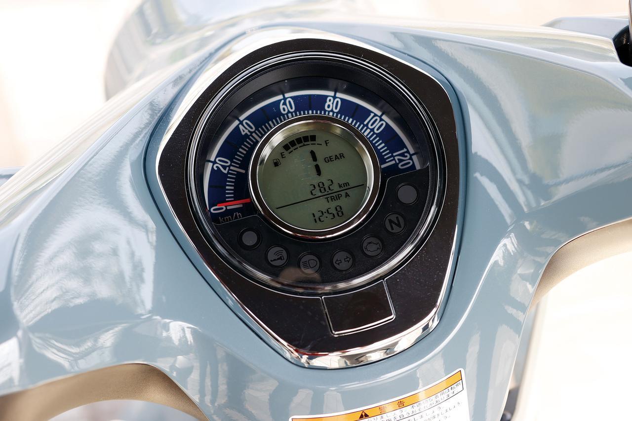 画像: 中央にギアポジションインジケーター、時計、オド&ツイントリップを表示する液晶表示を持ち、外周にアナログ式スピードメーターを持つメーター。ギアポジション表示が便利!