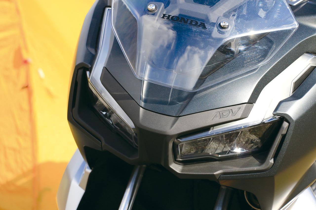画像: フロントマスクのデザインは完全にアドベンチャースポーツバイク。スクリーンは2段階の高さ調整が可能。灯火類はすべてLED。