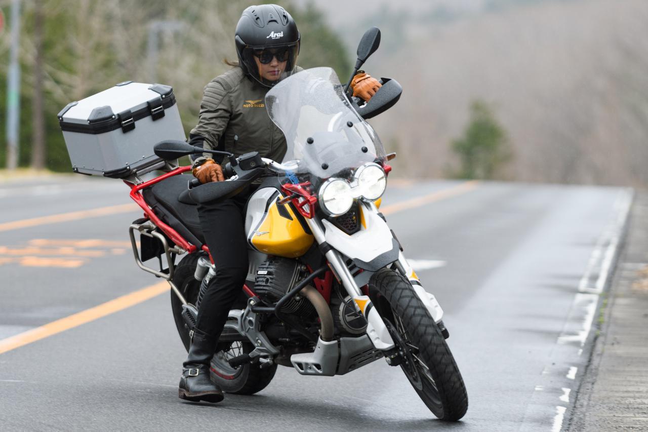画像: 【オートバイ女子部のキャンプツーリング】では、まちょ子さんが「V85 TT」で激走!?- webオートバイ