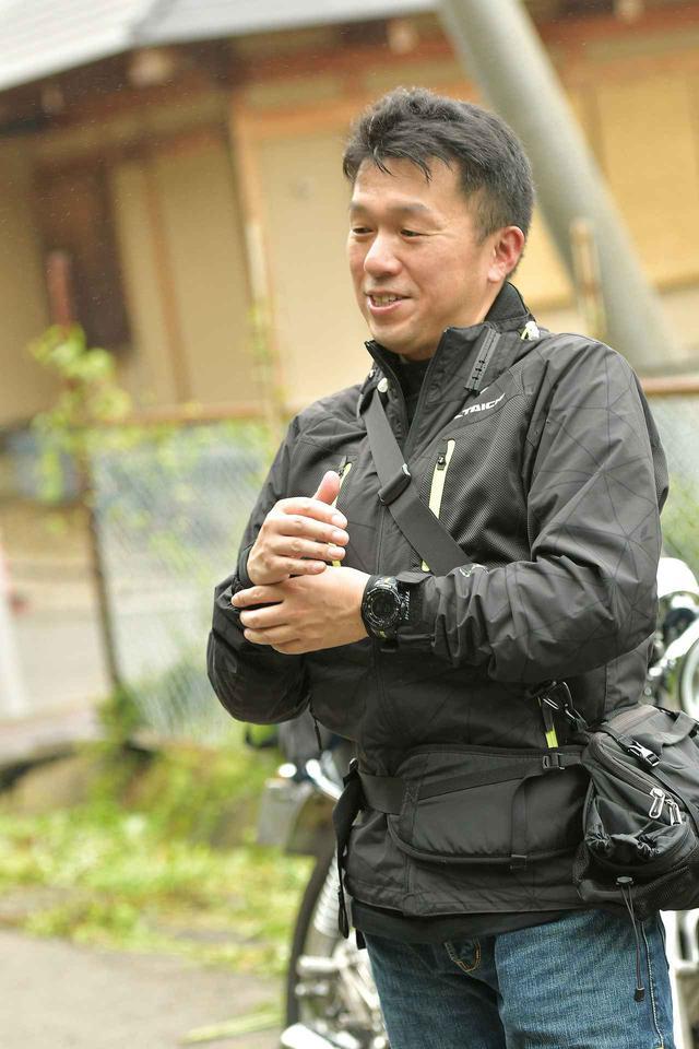 画像: 「神明社」禰宜(ねぎ)佐藤文比古さん カワサキNinja1000に乗る「神明社」神職の佐藤文比古さん。神管袴からライディングウェアに着替えて、白石市周辺を案内してくださいました。