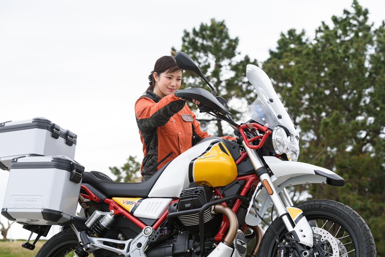 画像2: 梅本まどか × モト・グッツィ「V85 TT」足つき性もチェック!【オートバイ女子部のフォトアルバム】