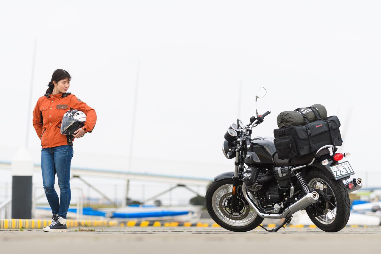 画像2: 梅本まどか × モト・グッツィ「V7 III スペシャル」足つき性もチェック!【オートバイ女子部のフォトアルバム】