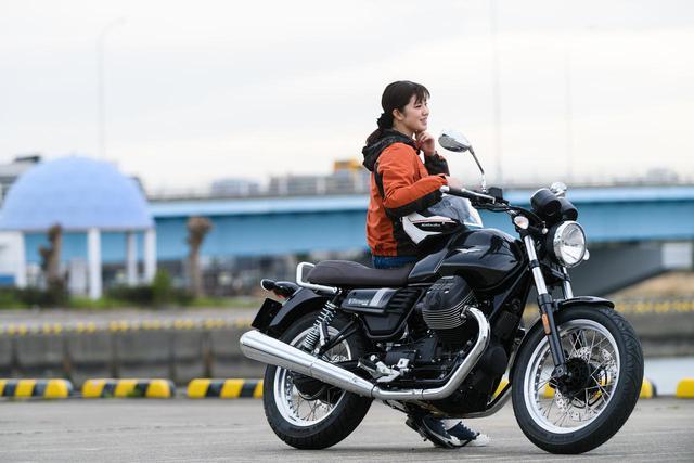 画像1: 梅本まどか × モト・グッツィ「V7 III スペシャル」足つき性もチェック!【オートバイ女子部のフォトアルバム】