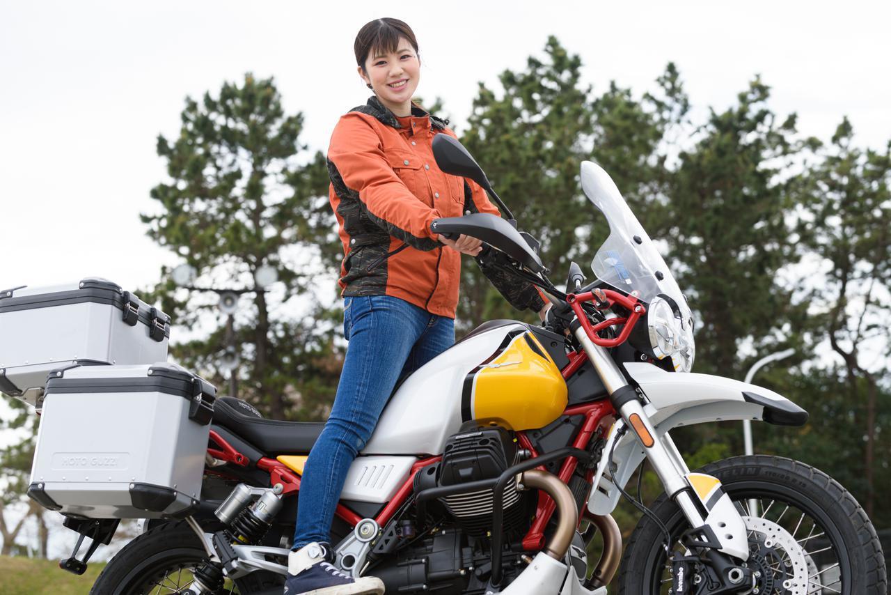 画像1: 梅本まどか × モト・グッツィ「V85 TT」足つき性もチェック!【オートバイ女子部のフォトアルバム】