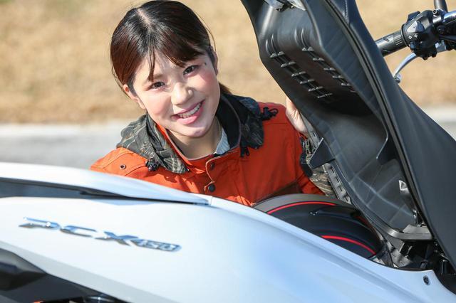 画像3: 梅本まどか × ホンダ「PCX150」 足つき性もチェック!【オートバイ女子部のフォトアルバム】