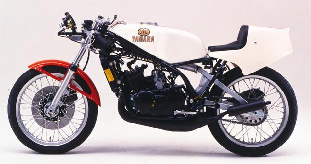 画像: 水冷システム2スト並列2気筒というエンジン形式は、ヤマハ市販レーサーTZシリーズ譲り。RZはまさに、このイメージで開発がスタートした。写真は80年型TZ250。