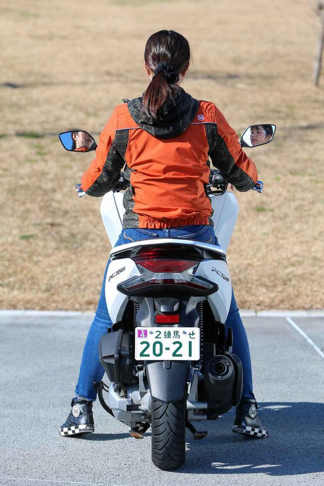 画像6: 梅本まどか × ホンダ「PCX150」 足つき性もチェック!【オートバイ女子部のフォトアルバム】