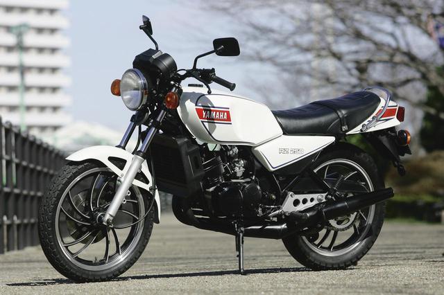 画像: YAMAHA RZ250 総排気量:247cc 発売年:1980年 当時の価格:35万4000円