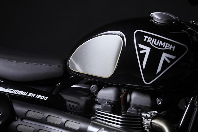 画像2: トライアンフ「スクランブラー1200 ボンド エディション」の特徴