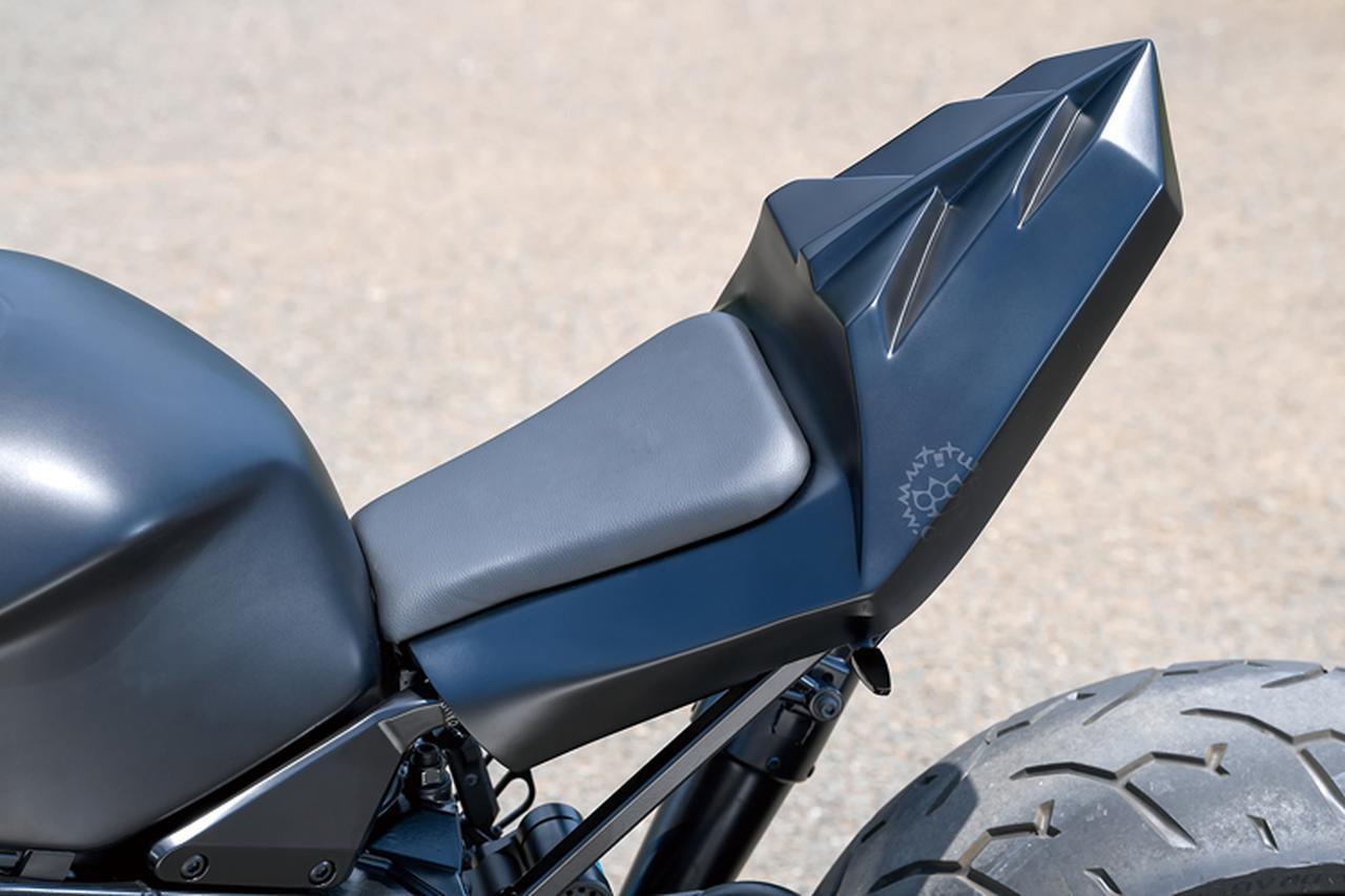 画像: シートレールやテールライト部などのテールセクションはオリジナル製作して、MGM-Bikes製テールカウルをマウントしてある。