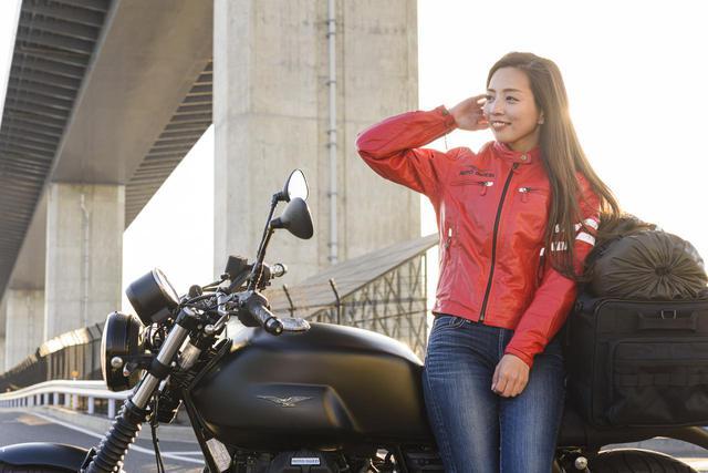 画像2: Ruriko × モト・グッツィ「V7 III ストーン ナイトパック」足つき性もチェック!【オートバイ女子部のフォトアルバム】