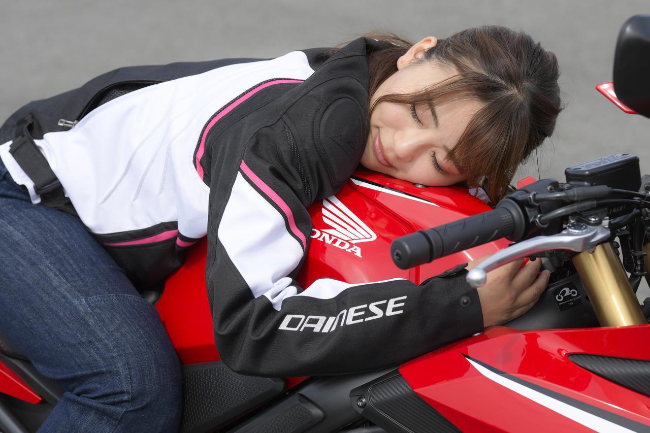 画像9: 平嶋夏海 × ホンダ「CBR650R」【オートバイ女子部のフォトアルバム】