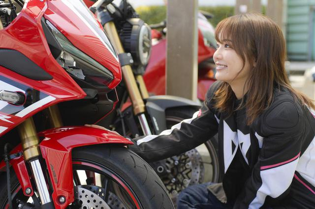 画像5: 平嶋夏海 × ホンダ「CBR650R」【オートバイ女子部のフォトアルバム】