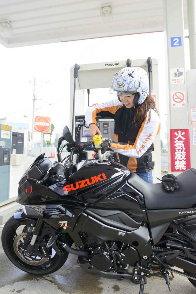 画像5: 大関さおり × スズキ「KATANA」【オートバイ女子部のフォトアルバム】