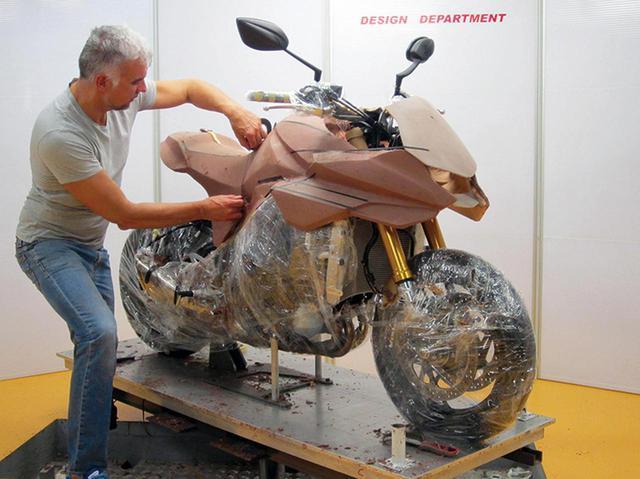 画像: 新型KATANAのデザイナー、フラスコーリさんに突撃取材! - webオートバイ
