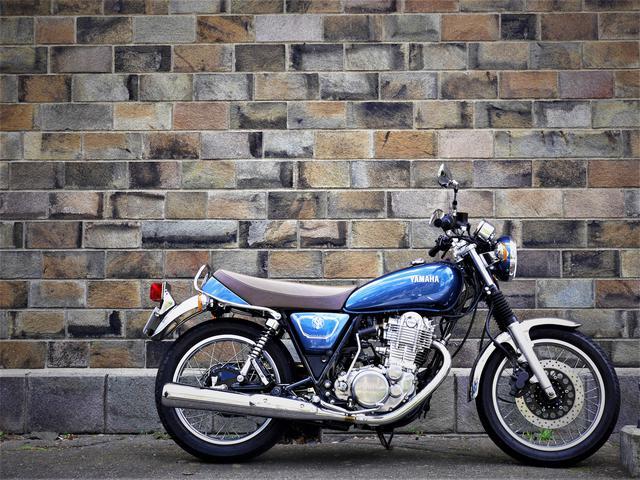 中編》ヤマハSR400はカスタムするにしても、ノーマルで楽しむにしても『新車』から乗るべきバイク【YAMAHA SR400】 - webオートバイ