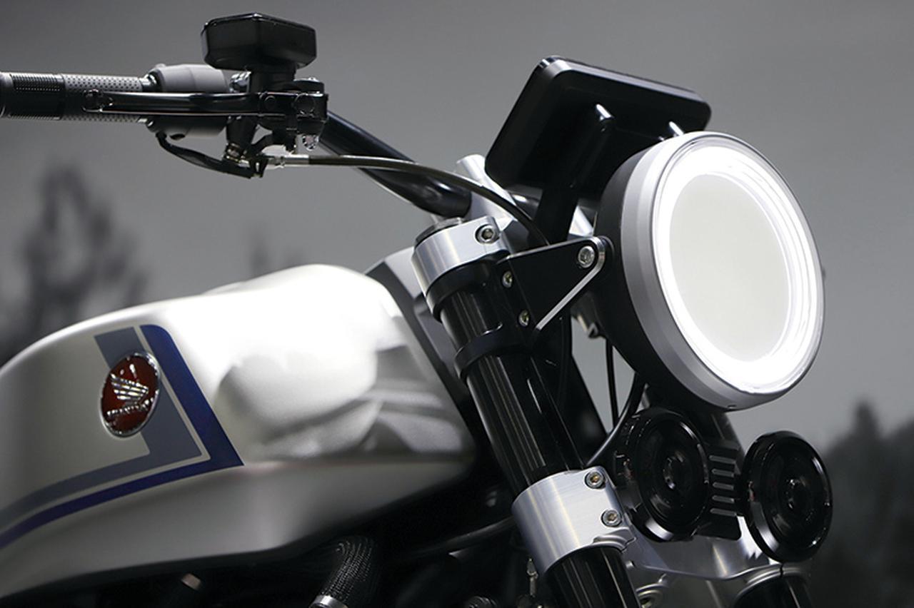 画像: コンセプトなのでLEDヘッドライトは面発光タイプで現実味に乏しいが、市販型はCB1000Rに準じたものが採用されるかもしれない。