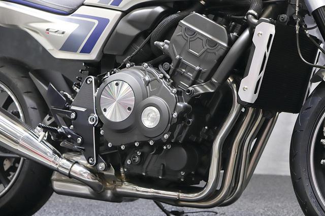 画像: CB-FコンセプトはベースのCB1000Rのユニットを引き継ぐが、ケースカバーの仕上げはオーソドックスなものに変更されている。