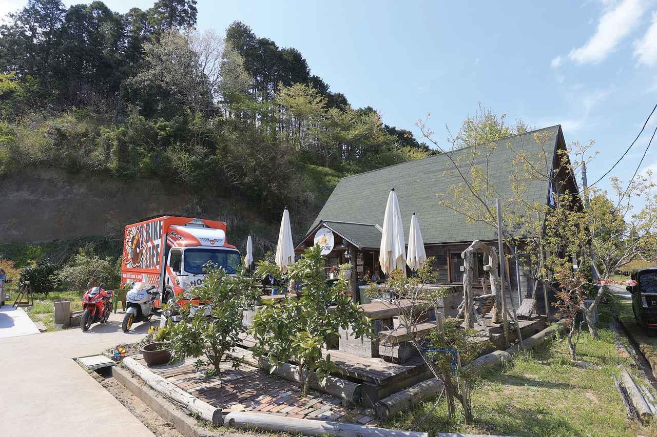 画像: 友人のカフェに到着。「カフェBIG1」。100%ビーフのビッグバーガーが名物です。営業日、営業時間は事前に確認を。 www.club-bigone.tv