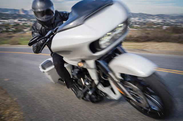 画像: ハーレーダビッドソンが「CVOロードグライド」を発表! ファクトリーカスタムを施しプレミアムツアラーとして販売 - webオートバイ