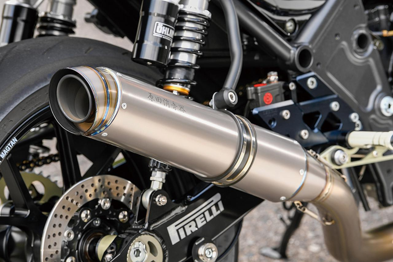 画像: 排気系のうちエキゾーストからテールパイプまではアサヒナレーシング製チタンを使用。これに原田消音器製のチタンサイレンサーを組み合わせる。