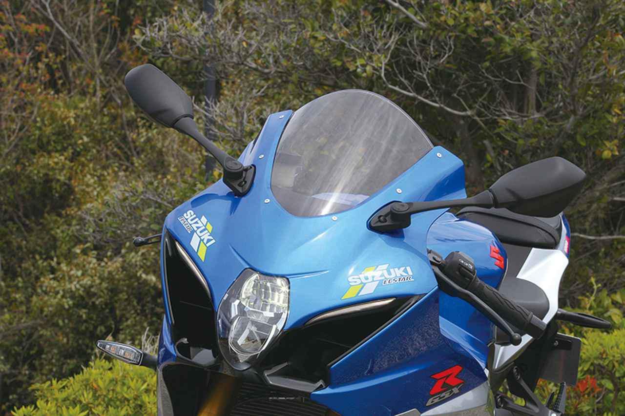 画像: フロンロマスクの左右へ対称に配置されている小さなスズキロゴだが、細かなデザインまでこだわってGSX-RRの雰囲気を再現している。