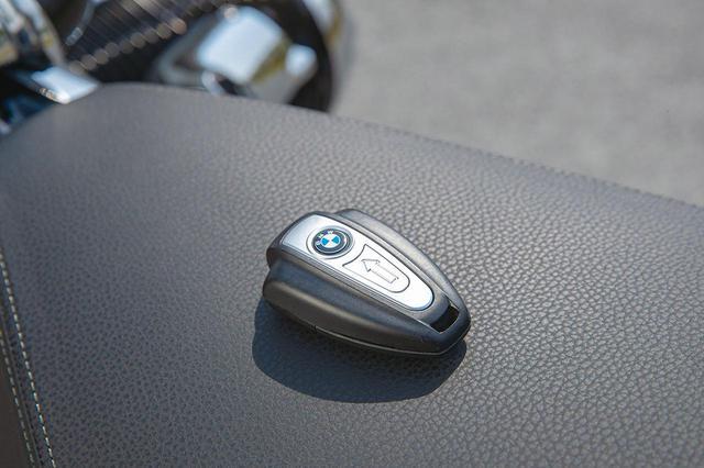 画像: スマートキーを採用しているR18。BMWの他の車種にも採用しているが、このデザインはR18のタンクを模したものか。