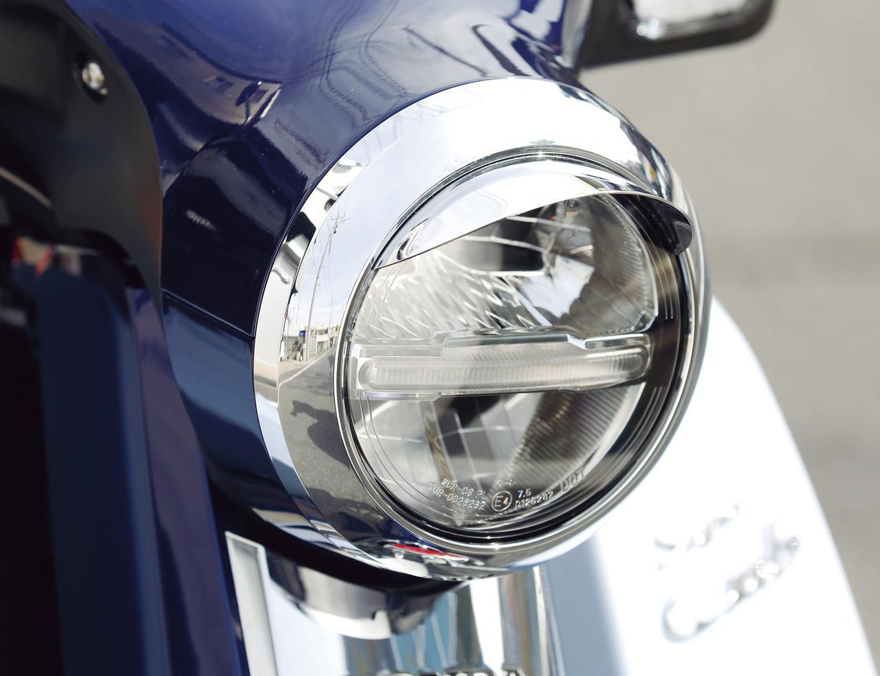 画像: ヘッドライトにアクセントを加えるバイザーは「ぴよぴよ」という愛称でもおなじみ(税別3600円)。