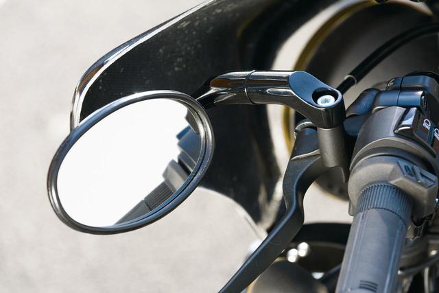 画像: ユーロミラー オーバルタイプ 税別2,500円(片側・左右兼用) メッキタイプで人気だったユーロタイプミラーがブラックで登場! フェアリングとの相性もバッチリ。スチール製。