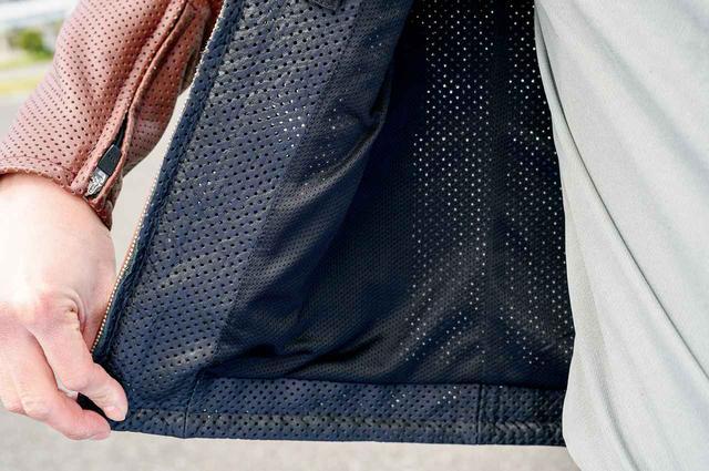 画像: 裏地はメッシュ素材を用いサラリとした着用感を実現。