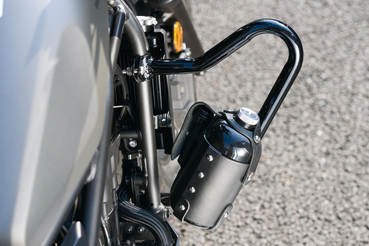 画像: ガソリンボトル&レザーホルダーセット 税別11,000円 予備ガソリン携行用のボトルとレザーホルダーのセット。 [ボトル材質]0.8㎜鋼板 [ボトル容量]900㏄ [ホルダー材質]本革
