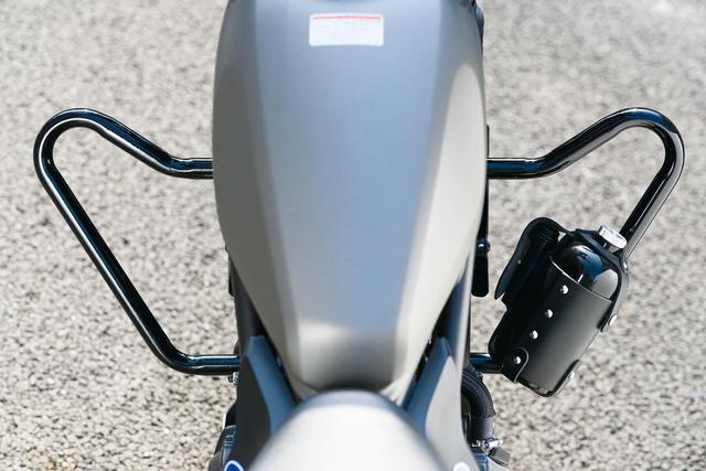 画像: エンジンガード 税別14,500円 スタイルアップもしてくれるエンジンガード。立ち転け等からのダメージを軽減。レブル250/500('17〜)対応。スチール製。