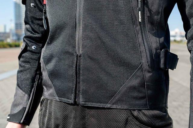 画像: アウターは真夏にも対応するフルメッシュ仕様で、着脱式インナーと合わせて幅広い天候に対応可能。