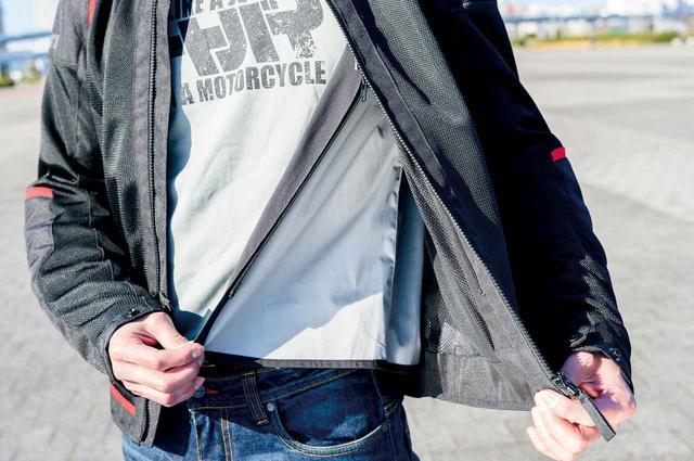 画像: ファスナーで簡単に着脱できるリムーバブルライナーを標準装備。